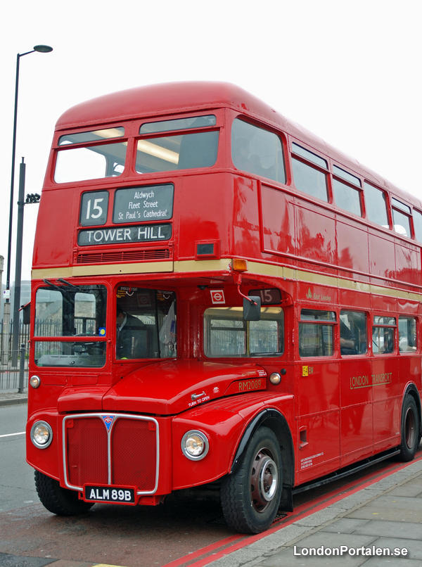 Klassisk röd buss i London